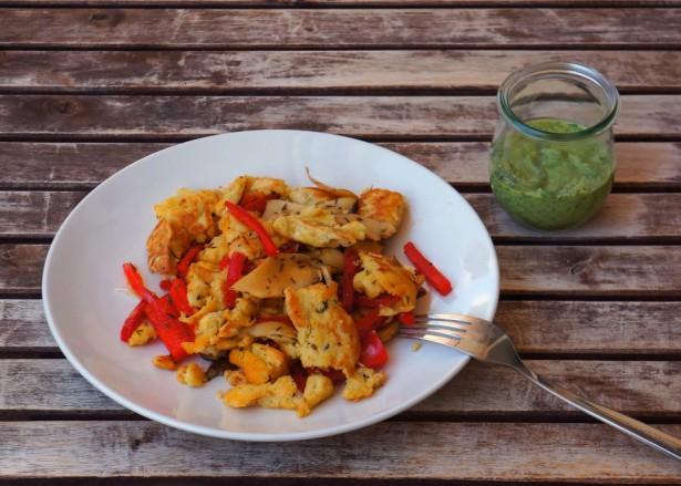 Paprika-Pilz-Schmarrn mit Pesto Verde